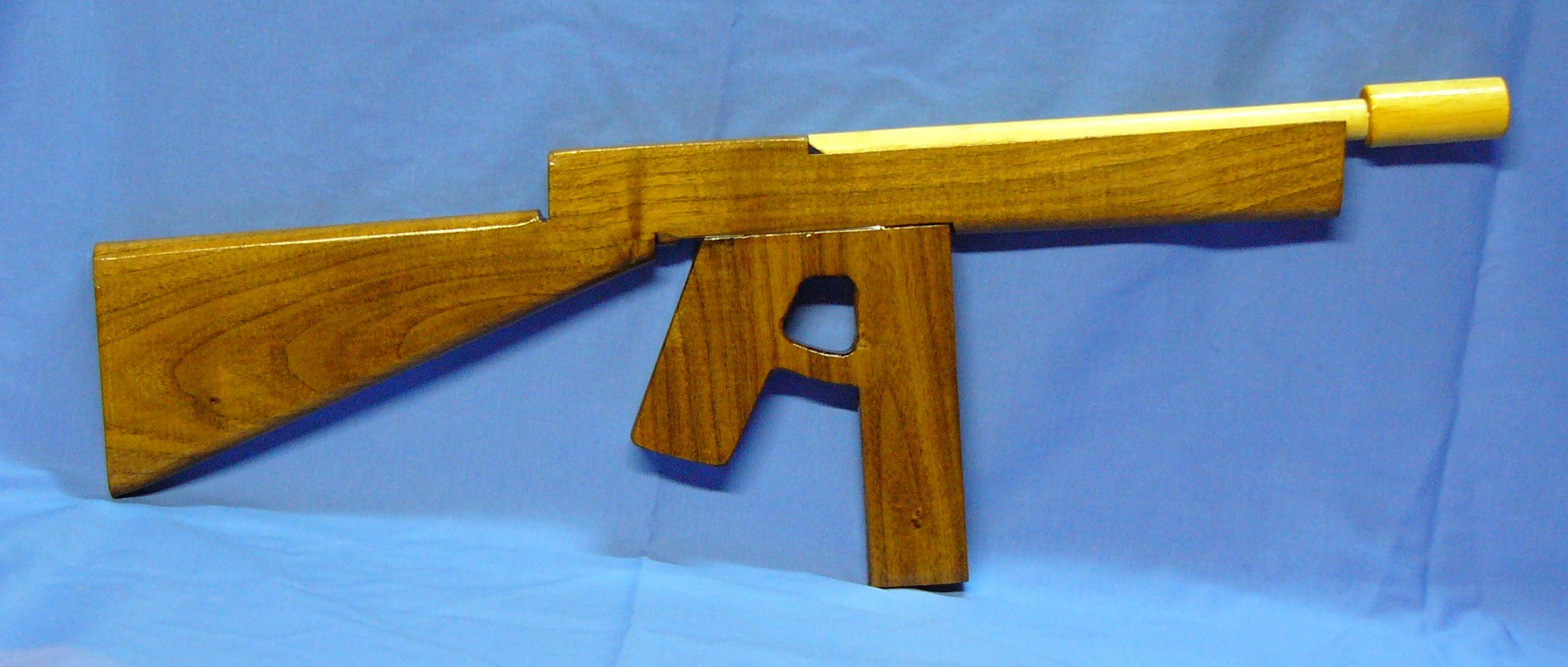 704-submachinegun.JPG